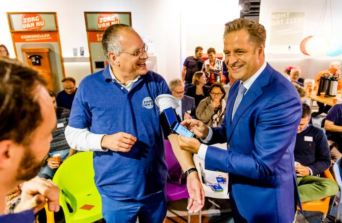 Wethouder Hugo de Jonge verzorgde met Erik Gerritsen (secretaris-generaal Volksgezondheid) de opening van de Zorginnovatiewinkel aan de Lijnbaan.