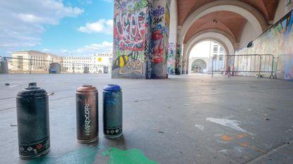 Kunstberg (opnieuw) volgeklad met graffiti