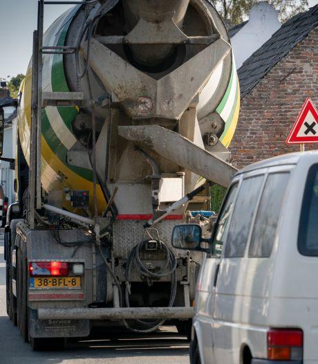 Opluchting als vrachtwagens verdwijnen; Nieuwaal kan met rondweg weer een dorp zijn