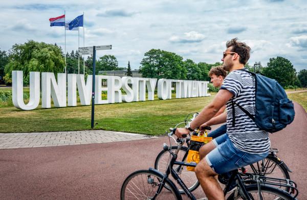 **Universiteit Twente krijgt tien nieuwe leerstoelen, allemaal voor een vrouw**
