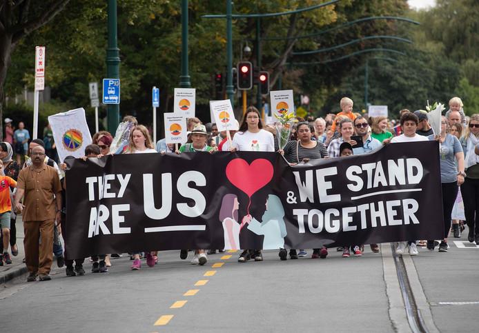 Tijdens de 'March for love' op 23 maart in Christchurch werden de slachtoffers van de aanslag herdacht.