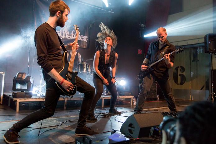 De Duitse metalband Mir zur Feier (vlnr): Leo Brömser, Mara Bach en Daniel Vorkamp.