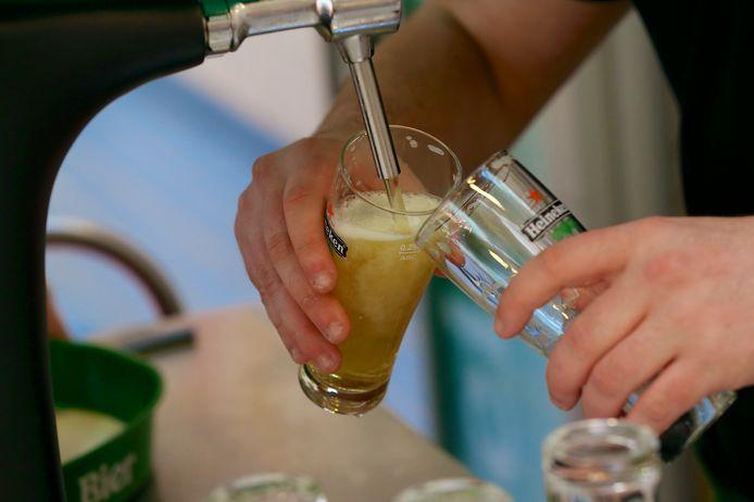 Bier is op veel plekken in de aanbieding vanavond: de fusten moeten leeg omdat de horeca een paar weken lang dicht moet.