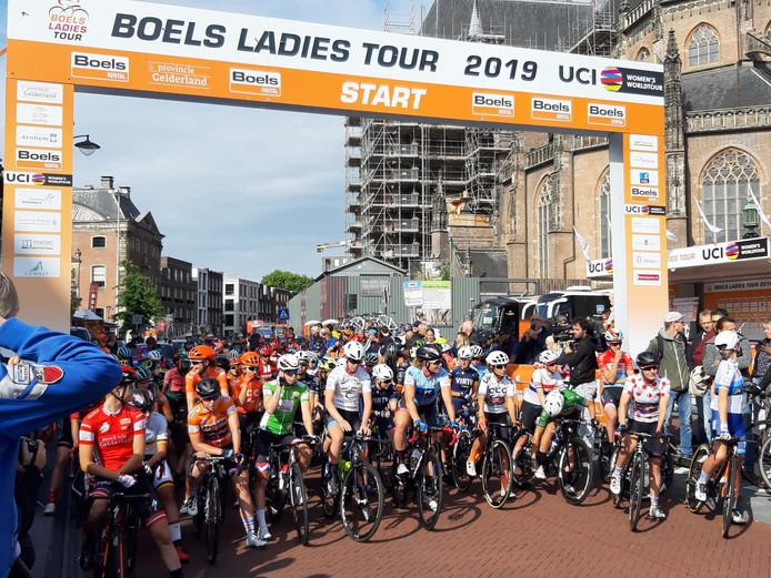 De Ladies Tour startte in Arnhem.