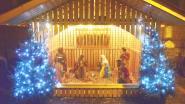 Nu al kerststal met tralies en zelfs kindje Jezus op het Marktplein