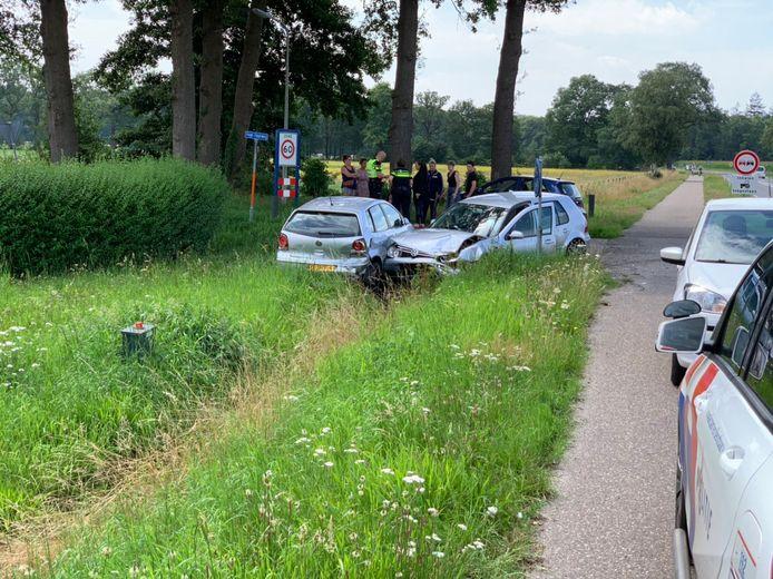 De voorste auto wilde afslaan de Hoge Haarweg en de achterste auto had dat te laat in de gaten.