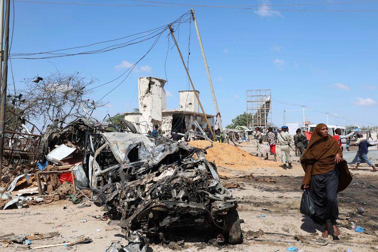Zaterdagochtend werd een vrachtwagen met explosieven tot ontploffen gebracht in een drukke wijk van de Somalische hoofdstad Mogadishu. Minstens 97 mensen lieten daarbij het leven.