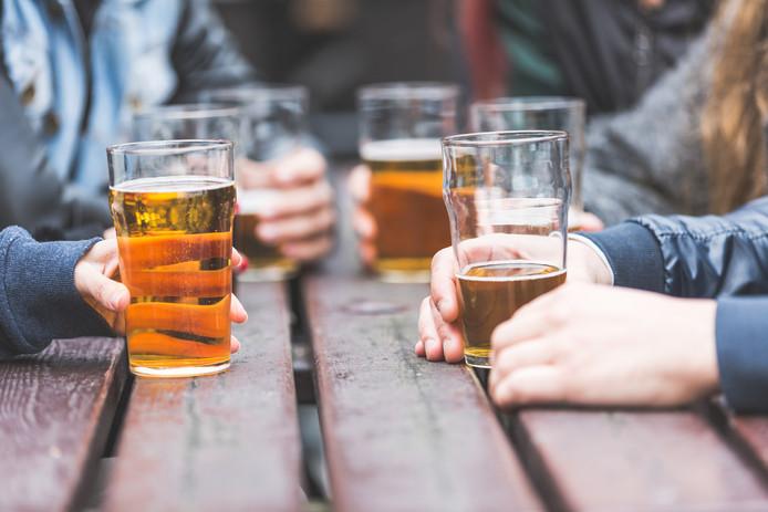 Roosendaalse minderjarigen komen vooral in sportkantines, horeca en cafetaria's nog te makkelijk aan alcohol.