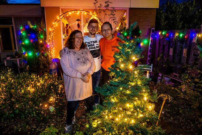 De familie Looijenga heeft het huis al in kerstsfeer.