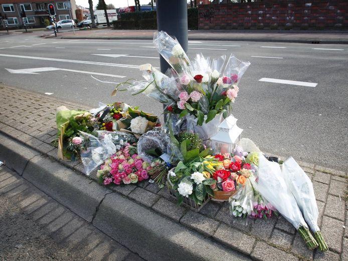 Bloemen voor de verongelukte Memphis van Veen uit Eindhoven