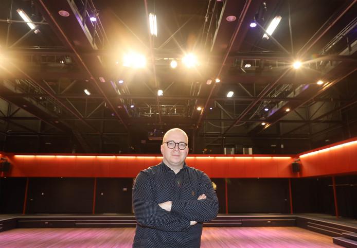 Denny Mac Taggart in de theaterzaal van Den Dullaert.