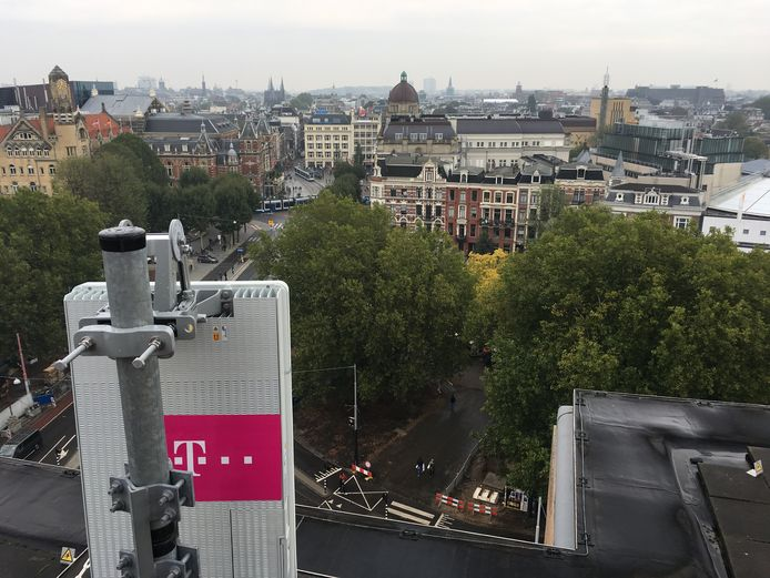 T-Mobile heeft eind vorig jaar - bij wijze van experiment - in Amsterdam de eerste 5G-antenne van Nederland in gebruik genomen. Als het aan de overheid ligt, wordt 5G in 2020 in heel Nederland uitgerold. Dat betekent een flinke toename van zendmasten.