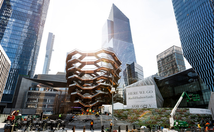 De wijk Hudson Yards met het splinternieuwe kunstwerk 'De Vessel', met 2.500 traptreden een gratis toegankelijke uitkijktoren.