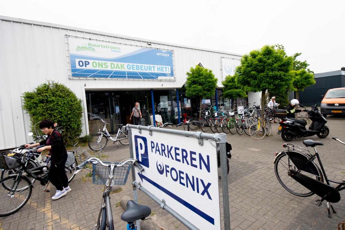 Het gebouw van Foenix aan de Molenmakershoek. Het is de oudste vestiging van het kringloop-bedrijf in Apeldoorn.