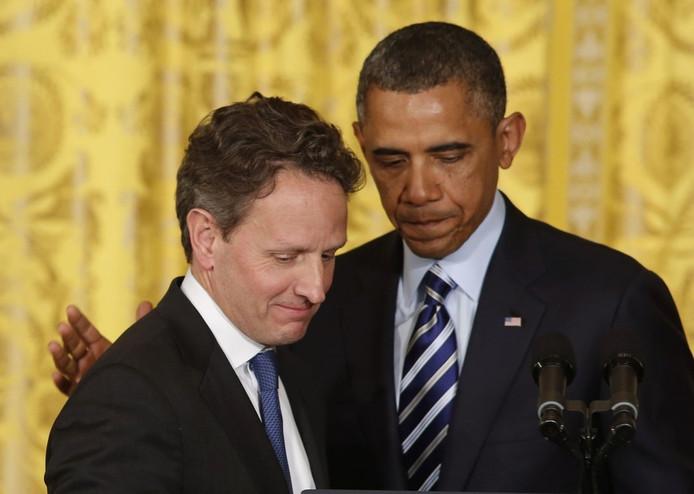 Minister van Financiën Geithner op het Witte Huis naast president Obama.