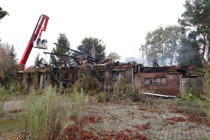 Onderzoek bij uitgebrande kerkje