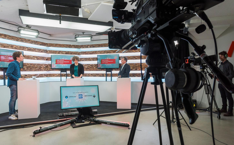 EINDHOVEN - Live uitzending vanuit het Glasgebouw over het coronavirus, Interview door verslaggever Jelle Krekels met specialisten.