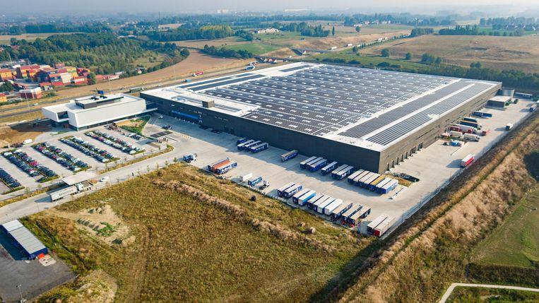 De 12.960 zonnepanelen, op het dak van het distributiecentrum