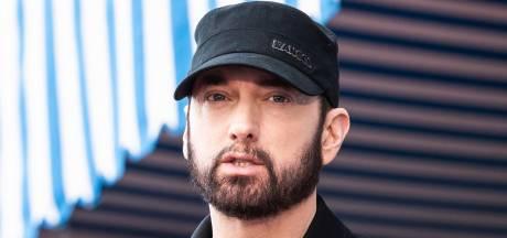 En pleine nuit, Eminem découvre un homme à son chevet qui lui annonce qu'il va le tuer