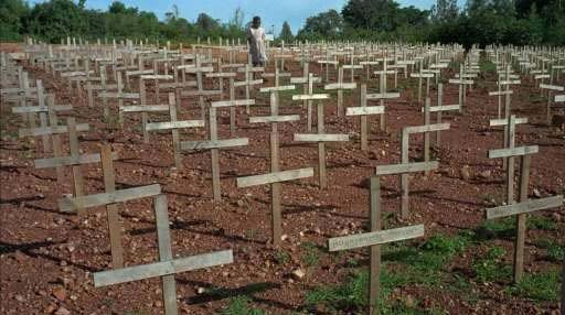 La corde diplomatique et judiciaire a commencé à se tendre quand un juge espagnol a lancé en février 2008, à la colère de Kigali, des mandats d'arrêts contre 40 officiers de l'actuel régime rwandais accusés de génocide.