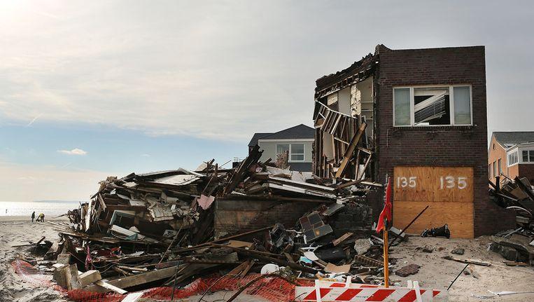 Een door Sandy verwoest huis in Queens. Beeld afp