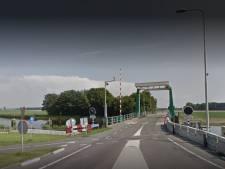 Tollebekerbrug in Noordoostpolder heeft mankementen en blijft dicht voor verkeer en scheepvaart