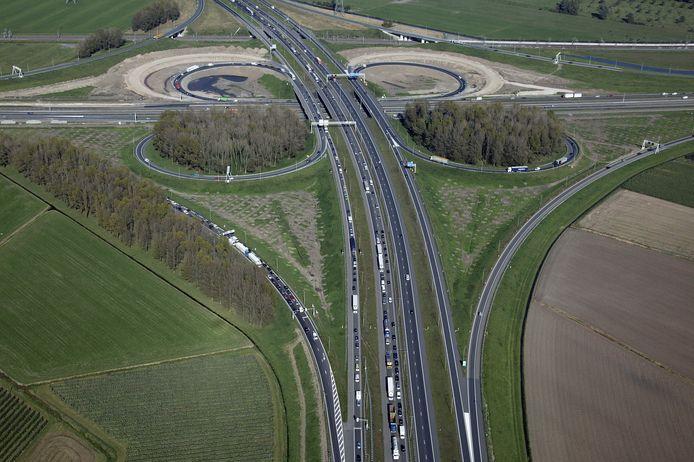 Knooppunt Valburg in 2013. De 'oortjes' aan de noordzijde werden verbindingsbogen.