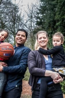 Grenzeloos verliefde Joanne is terug in Arnhem, met haar NBA-scout