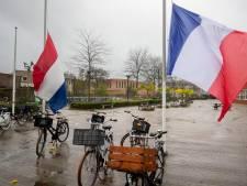 Ichthus College in Veenendaal hangt vlaggen halfstok uit respect voor vrijheid van meningsuiting