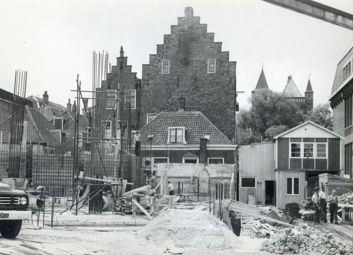 Hoe konden ze hier zo'n grote toren bouwen in 1960?