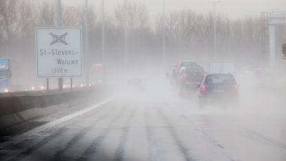 Opgelet: eerste regen in lange tijd kan morgen gladde wegen veroorzaken