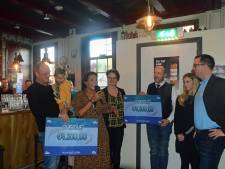 Niels en Celeste krijgen dolfijntherapie dankzij Ouwerkerkse Stichting Jens