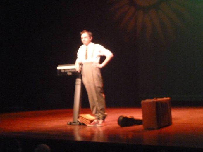Mark van de Veerdonk op het podium van Lach en Lied. Foto Mari van Rossem
