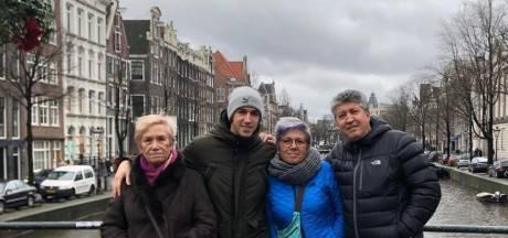 Aitor deelt familiekiekje uit Amsterdam, 'Dikke Prins' Theo op de fiets