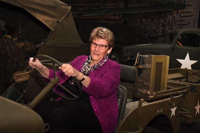 Hannie had bij de opening van 'Museum in het Donker' nog wel een wens: ze wilde graag in een jeep zitten van een Engelse soldaat.