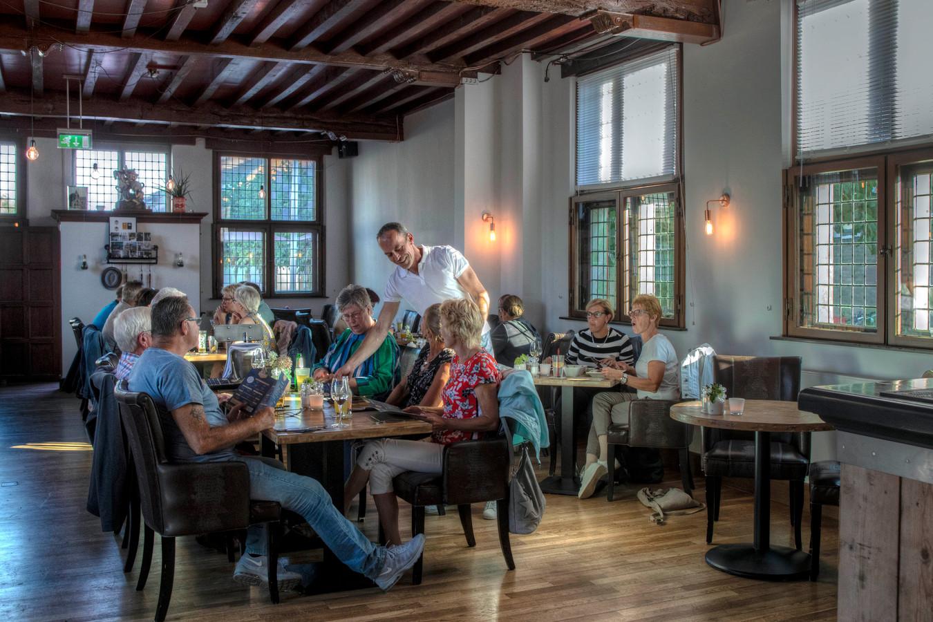 Met de komst van '1633 Eten en Drinken' is het raadhuis flink opgefrist.