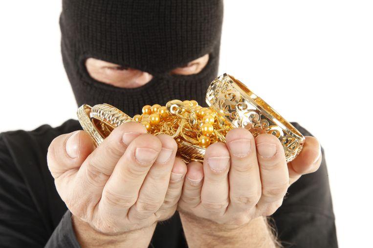 De bende was vooral uit op cash geld en juwelen.