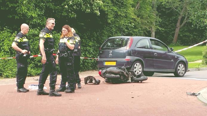 De scooterrijder is met spoed naar het ziekenhuis in Goes gebracht