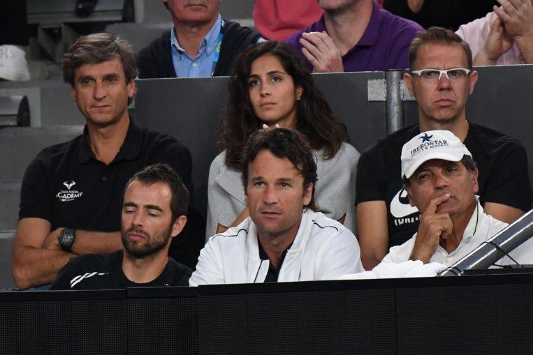 De entourage van Rafael Nadal tijdens de Australian Open begin 2017, rechtsonder zit Toni Nadal. Beeld afp