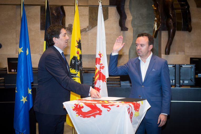 Bruno Steegen legt in het provinciehuis de eed af als burgemeester van Bilzen.