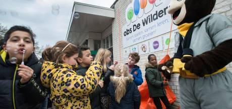 Victor neemt de peuters bij de hand op basisschool De Wildert