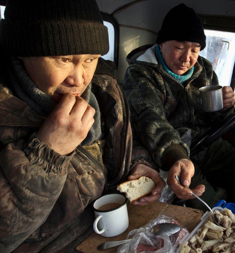 Eten in de auto.