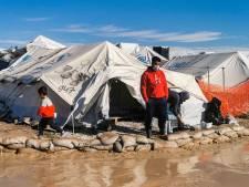 Vluchtelingen op Lesbos mogen door avondklok één keer per week drie uur naar buiten