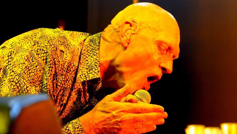 Frontman Peter Garrett bij een reünieconcert van Midnight Oil in 2009.