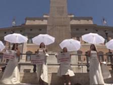Manifestation insolite à Rome contre les mesures strictes pour les mariages