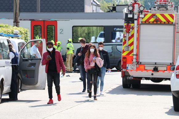 De reizigers werden overgebracht met een bus.