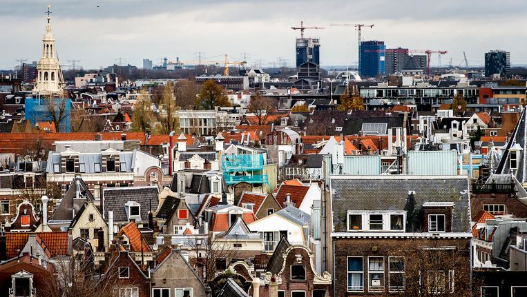 Uitzicht op de Amsterdamse binnenstad vanuit de toren van de vernieuwde Beurs van Berlage tijdens een open dag. Beeld anp