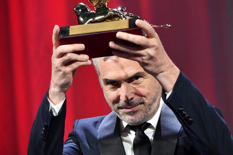 Alfonso Cuarón met zijn Gouden Leeuw. Beeld null