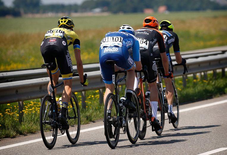 De wielerwedstrijd Liedekerkse Pijl vertrekt morgen al om 12.30 uur. Door de aangekondigde hitte gaat het peloton een uur vroeger van start. De koers wordt zeker een ronde ingekort.
