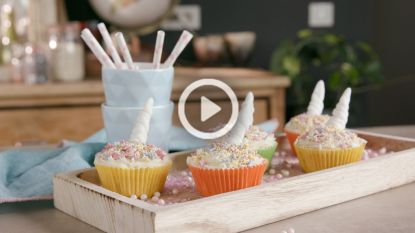 Kleurrijke buren: Pernilla bakt cupcakes voor buurmeisje Louise
